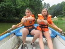 Wir hatten ein Ruderboot um den See vor dem Haus zu erkunden
